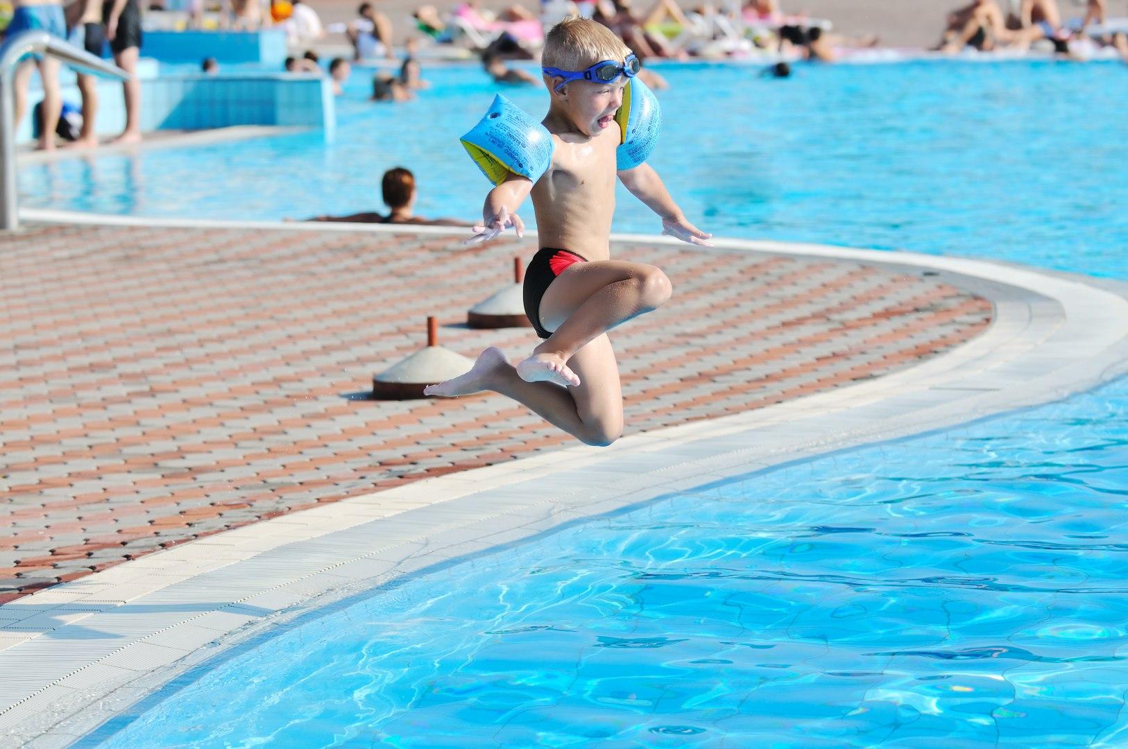 Finition piscine creus e resocoat for Camping a quebec avec piscine